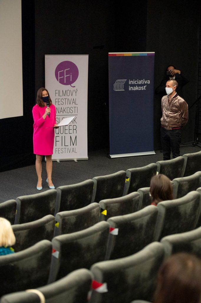 Atmosféru prvého dňa Filmového festivalu iNAKOSTI si môžete pozrieť na fotkách