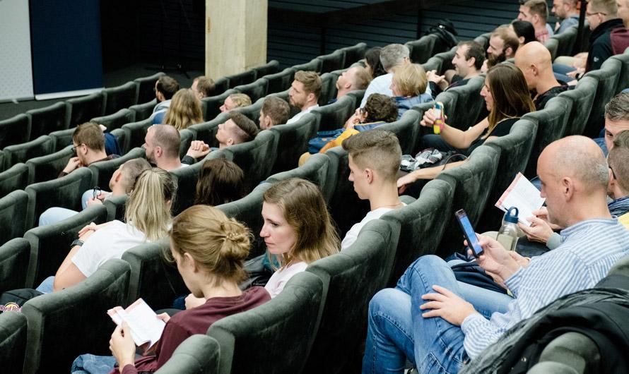 Projekcie v kinách 14. 10. naďalej platia